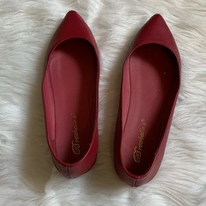 Breckelle's red pointed flats